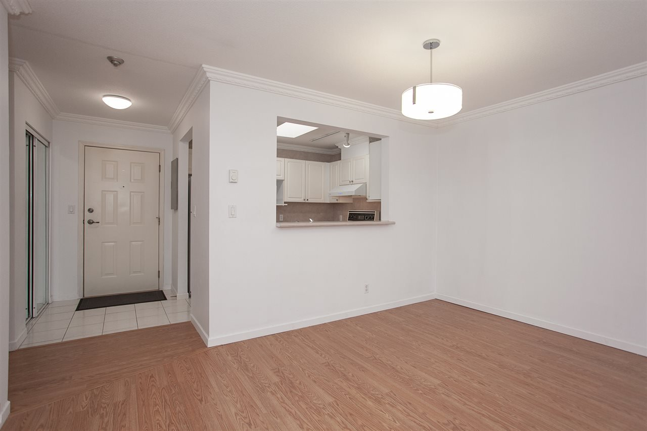 """Photo 9: Photos: 305 9767 140 Street in Surrey: Whalley Condo for sale in """"FRASER GATE"""" (North Surrey)  : MLS®# R2347201"""
