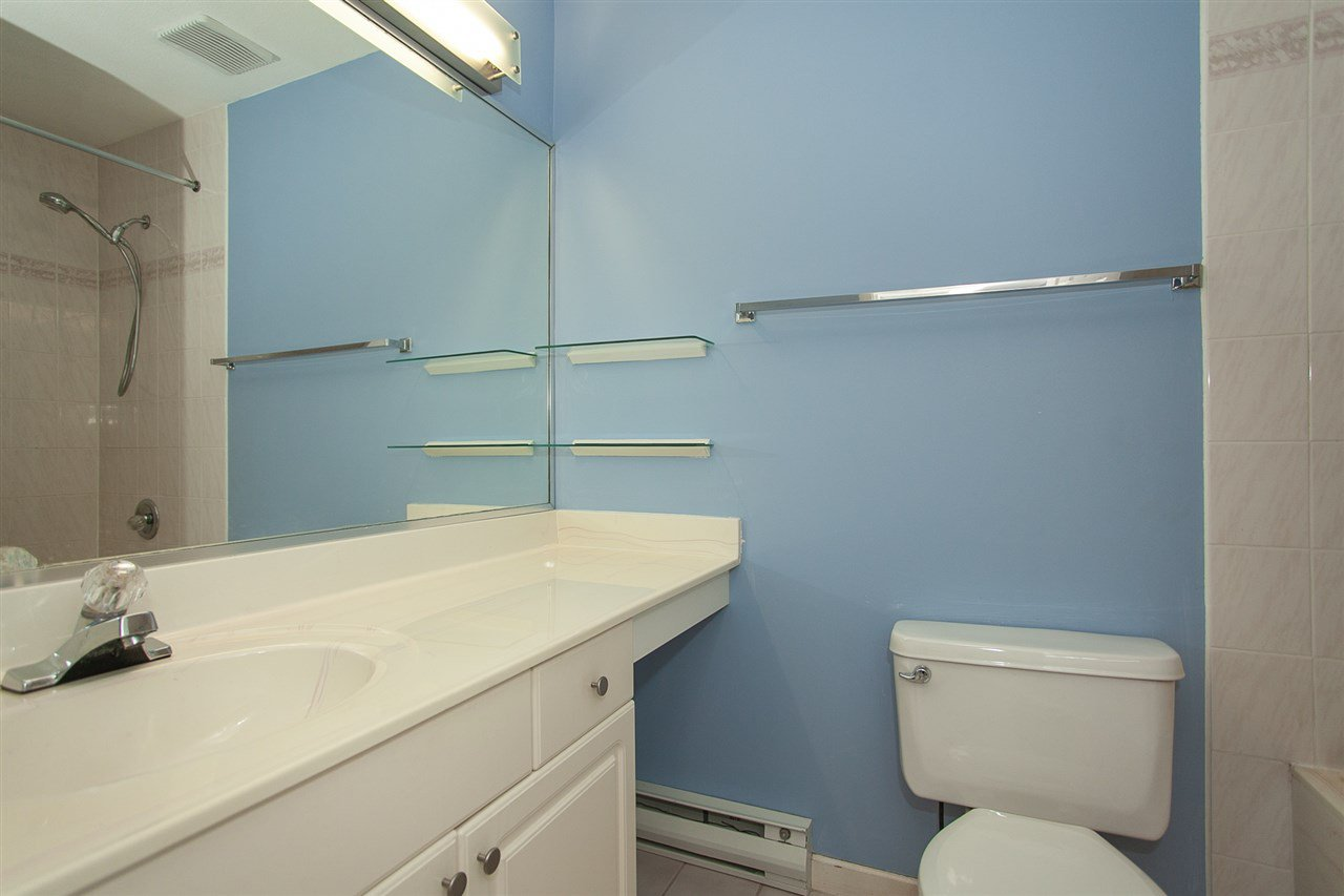 """Photo 14: Photos: 305 9767 140 Street in Surrey: Whalley Condo for sale in """"FRASER GATE"""" (North Surrey)  : MLS®# R2347201"""