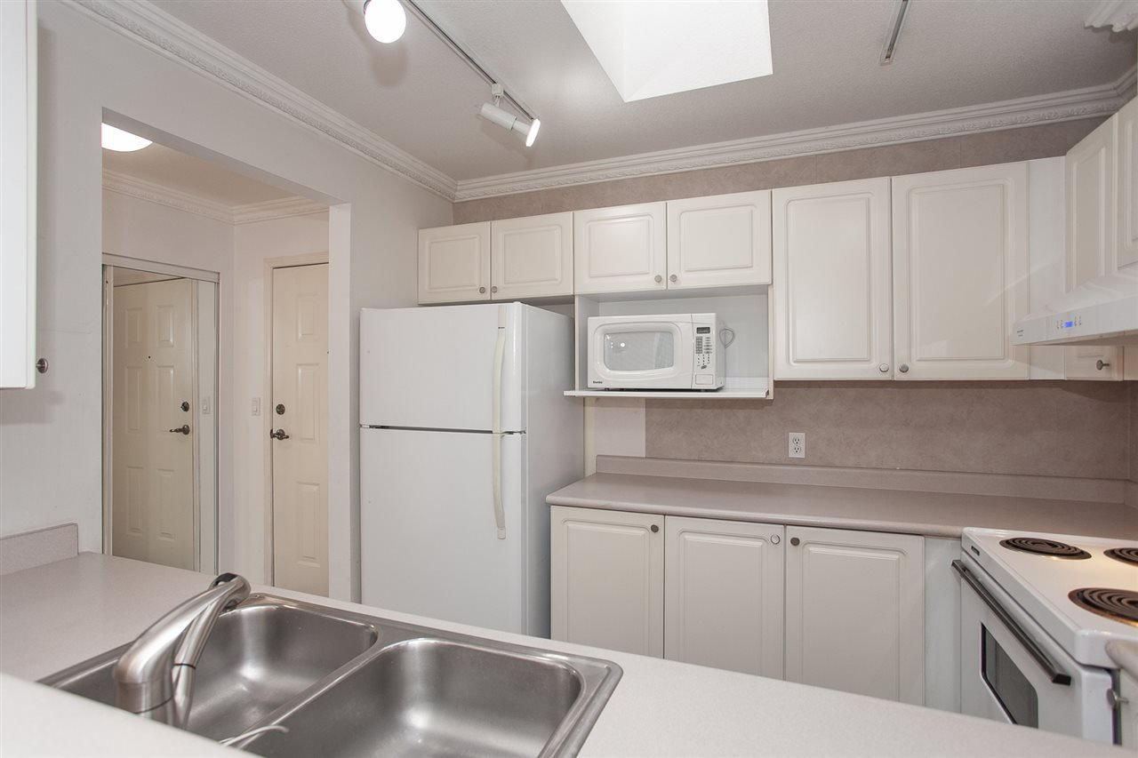 """Photo 10: Photos: 305 9767 140 Street in Surrey: Whalley Condo for sale in """"FRASER GATE"""" (North Surrey)  : MLS®# R2347201"""