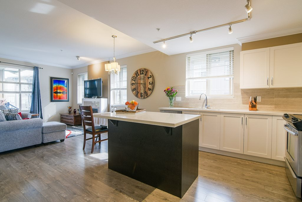 """Photo 9: Photos: 201 6706 192 Diversion in Surrey: Clayton Townhouse for sale in """"One92 Townhomes"""" (Cloverdale)  : MLS®# R2362276"""