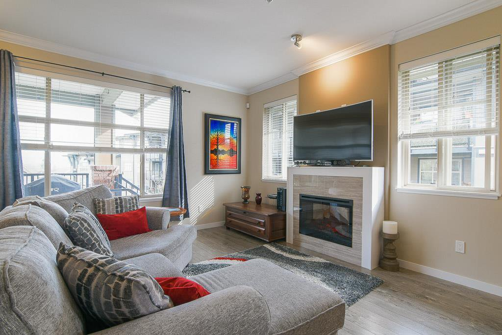"""Photo 6: Photos: 201 6706 192 Diversion in Surrey: Clayton Townhouse for sale in """"One92 Townhomes"""" (Cloverdale)  : MLS®# R2362276"""