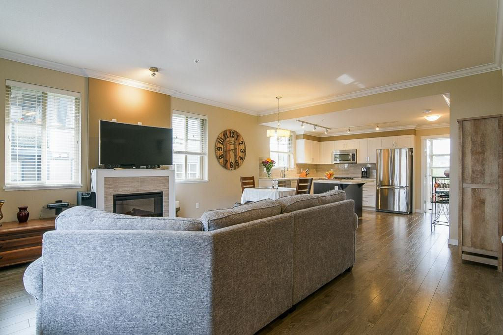"""Photo 4: Photos: 201 6706 192 Diversion in Surrey: Clayton Townhouse for sale in """"One92 Townhomes"""" (Cloverdale)  : MLS®# R2362276"""