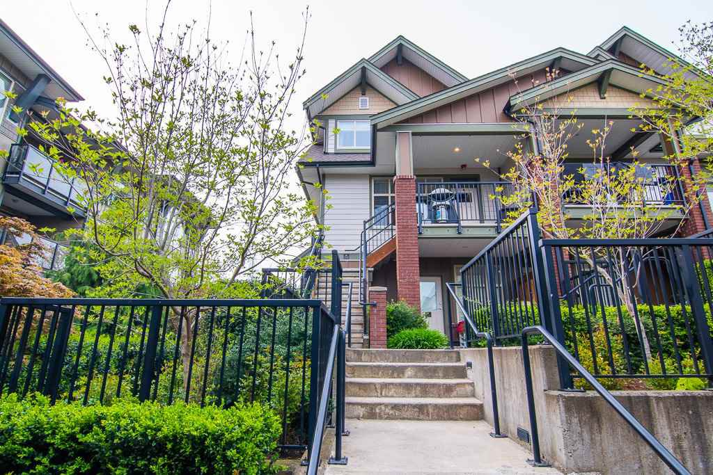 "Main Photo: 201 6706 192 Diversion in Surrey: Clayton Townhouse for sale in ""One92 Townhomes"" (Cloverdale)  : MLS®# R2362276"