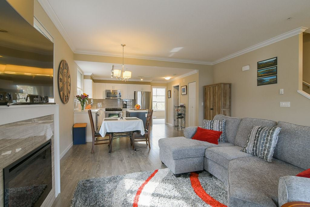 """Photo 5: Photos: 201 6706 192 Diversion in Surrey: Clayton Townhouse for sale in """"One92 Townhomes"""" (Cloverdale)  : MLS®# R2362276"""