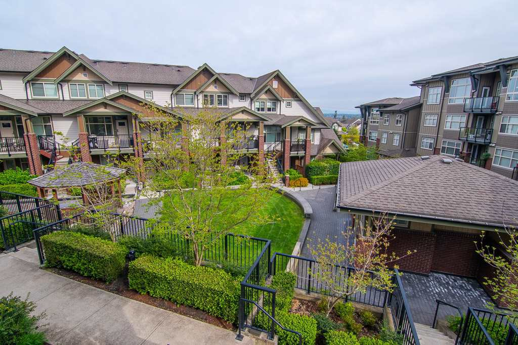 """Photo 2: Photos: 201 6706 192 Diversion in Surrey: Clayton Townhouse for sale in """"One92 Townhomes"""" (Cloverdale)  : MLS®# R2362276"""