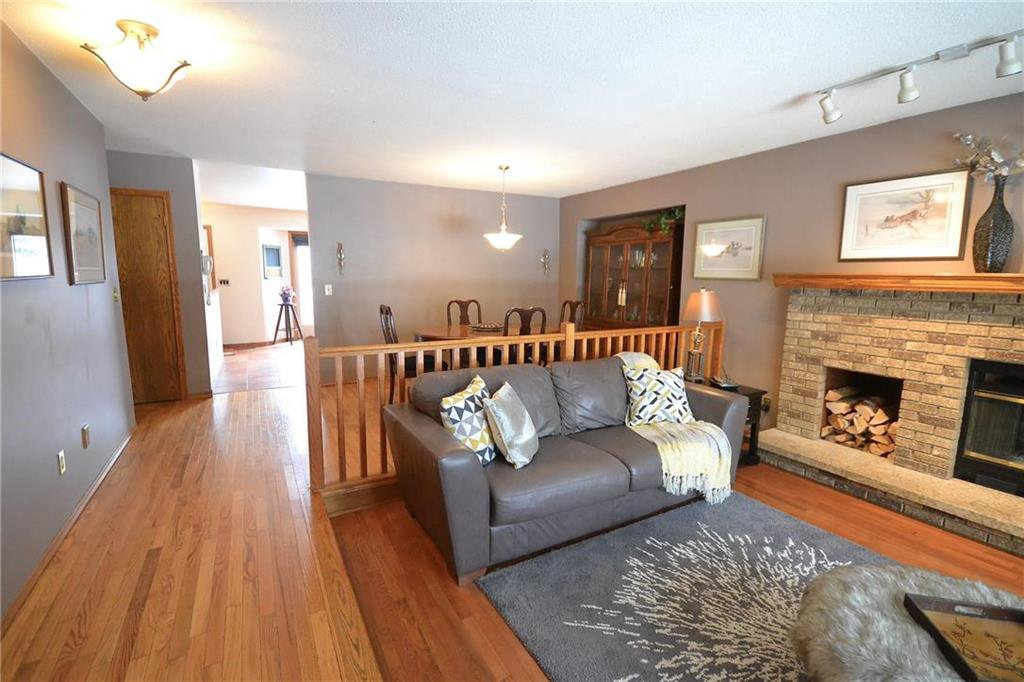 Photo 3: Photos: 108 Apple Hill Road in Winnipeg: Whyte Ridge Residential for sale (1P)  : MLS®# 202005014