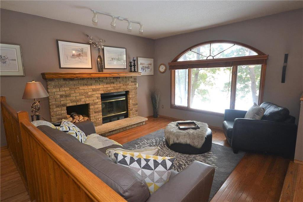 Photo 2: Photos: 108 Apple Hill Road in Winnipeg: Whyte Ridge Residential for sale (1P)  : MLS®# 202005014