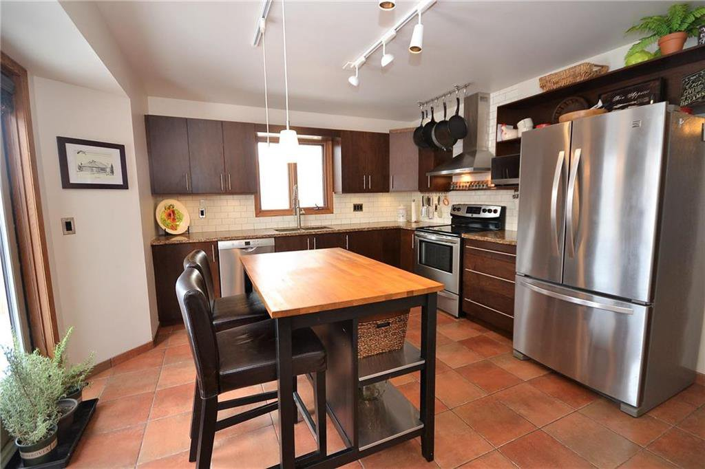 Photo 7: Photos: 108 Apple Hill Road in Winnipeg: Whyte Ridge Residential for sale (1P)  : MLS®# 202005014