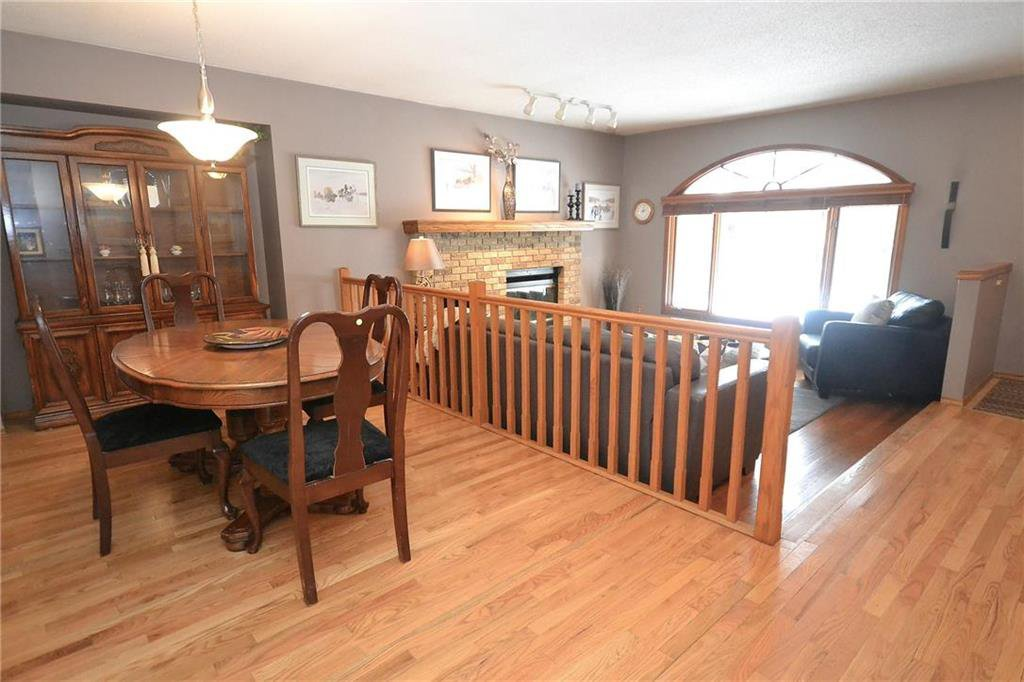 Photo 4: Photos: 108 Apple Hill Road in Winnipeg: Whyte Ridge Residential for sale (1P)  : MLS®# 202005014
