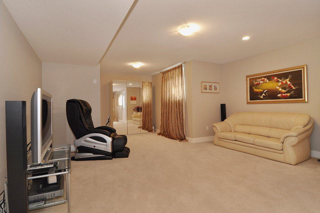 Photo 8: Photos: 15052 59 Avenue in Surrey: House for sale : MLS®# F1308656