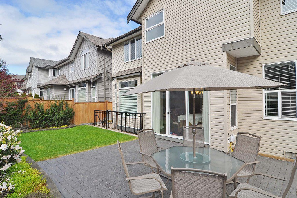 Photo 9: Photos: 15052 59 Avenue in Surrey: House for sale : MLS®# F1308656