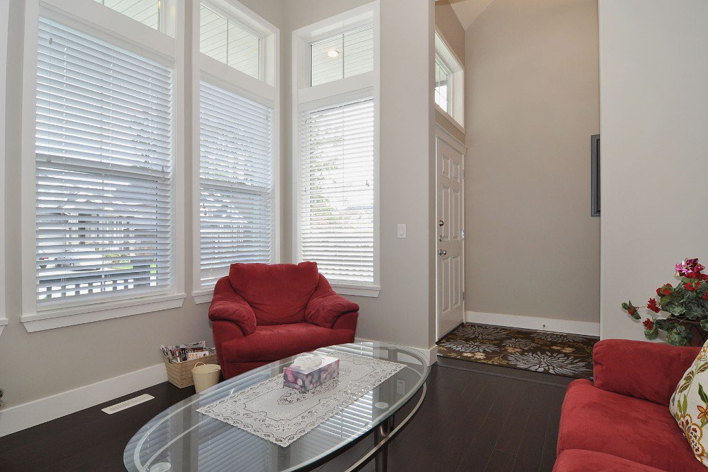 Photo 5: Photos: 15052 59 Avenue in Surrey: House for sale : MLS®# F1308656