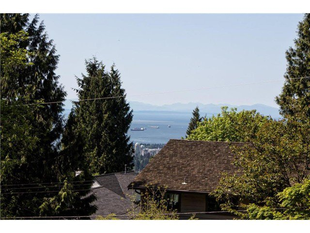 """Photo 12: Photos: 4084 ST. MARYS Avenue in North Vancouver: Upper Lonsdale House for sale in """"VIPER LONSDALE"""" : MLS®# V1122207"""