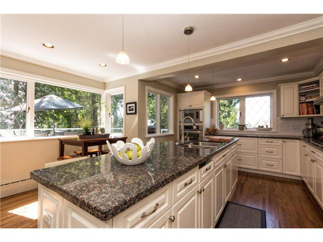 """Photo 4: Photos: 4084 ST. MARYS Avenue in North Vancouver: Upper Lonsdale House for sale in """"VIPER LONSDALE"""" : MLS®# V1122207"""