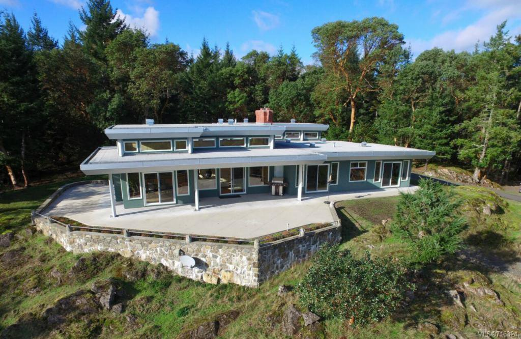 Main Photo: 1654 Davies Rd in VICTORIA: Hi Eastern Highlands House for sale (Highlands)  : MLS®# 716324