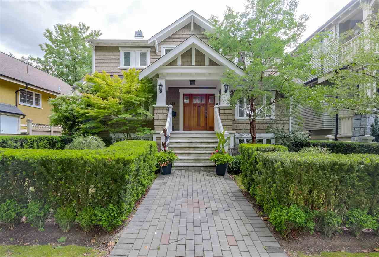 "Main Photo: 428 W 13TH Avenue in Vancouver: Mount Pleasant VW 1/2 Duplex for sale in ""City Hall / Cambie Village"" (Vancouver West)  : MLS®# R2079601"