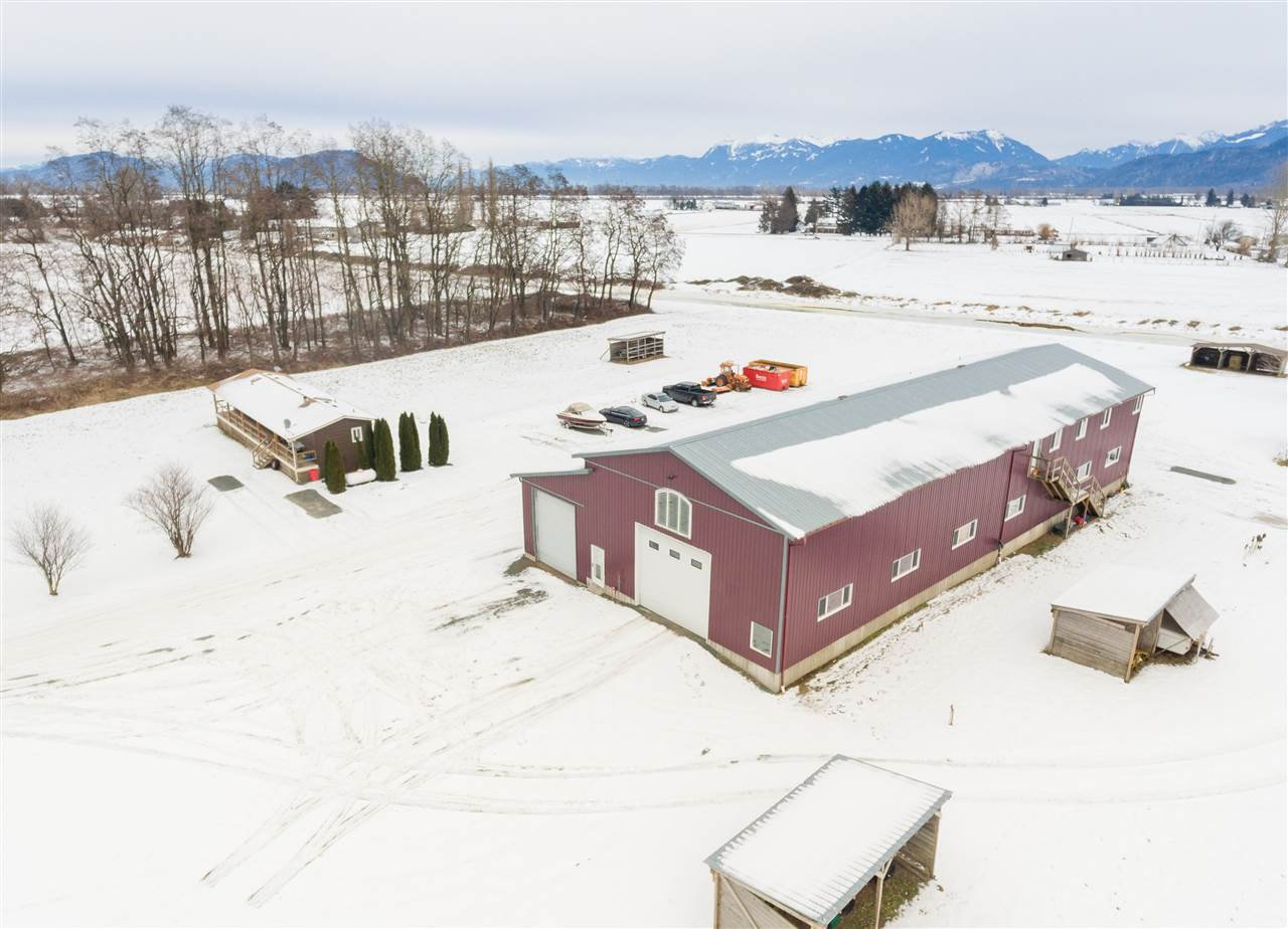 Main Photo: 40072 S PARALLEL Road in Abbotsford: Sumas Prairie Manufactured Home for sale : MLS®# R2132503