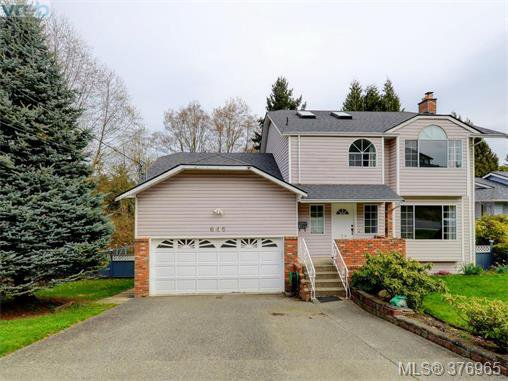 Main Photo: 646 Cairndale Rd in VICTORIA: Co Triangle House for sale (Colwood)  : MLS®# 756827