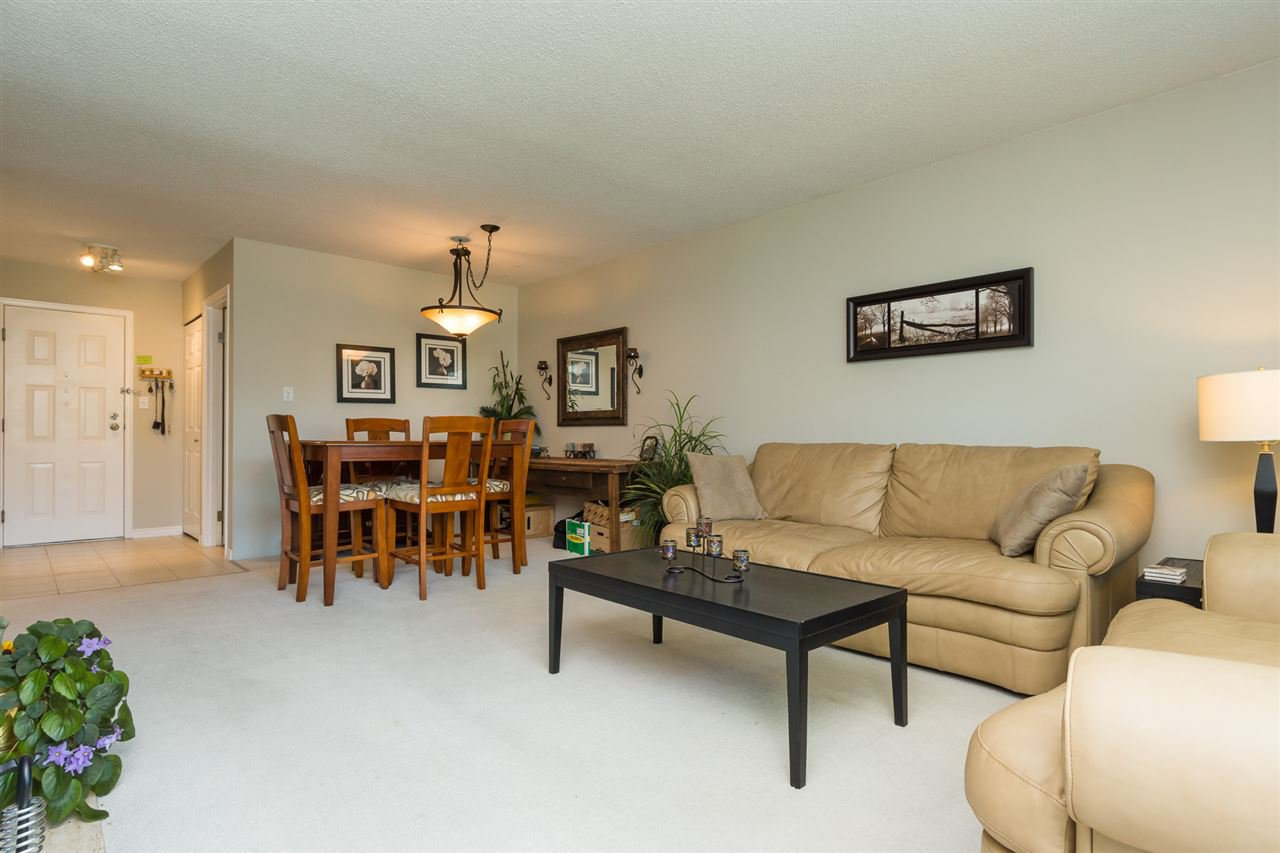 "Photo 6: Photos: 107 1354 WINTER Street: White Rock Condo for sale in ""Winter Estates"" (South Surrey White Rock)  : MLS®# R2189946"