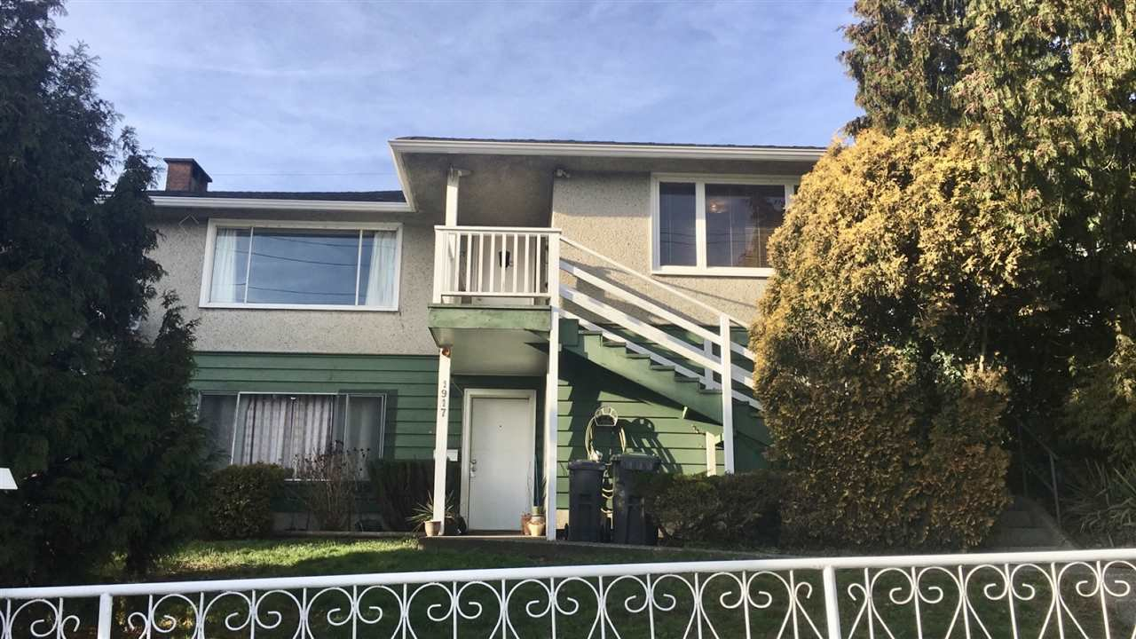 Main Photo: 1917 RIVER Drive in New Westminster: North Arm House Duplex for sale : MLS®# R2332699