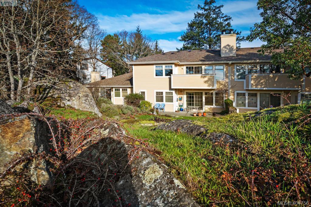 Main Photo: 2 909 Admirals Rd in VICTORIA: Es Esquimalt Row/Townhouse for sale (Esquimalt)  : MLS®# 804289