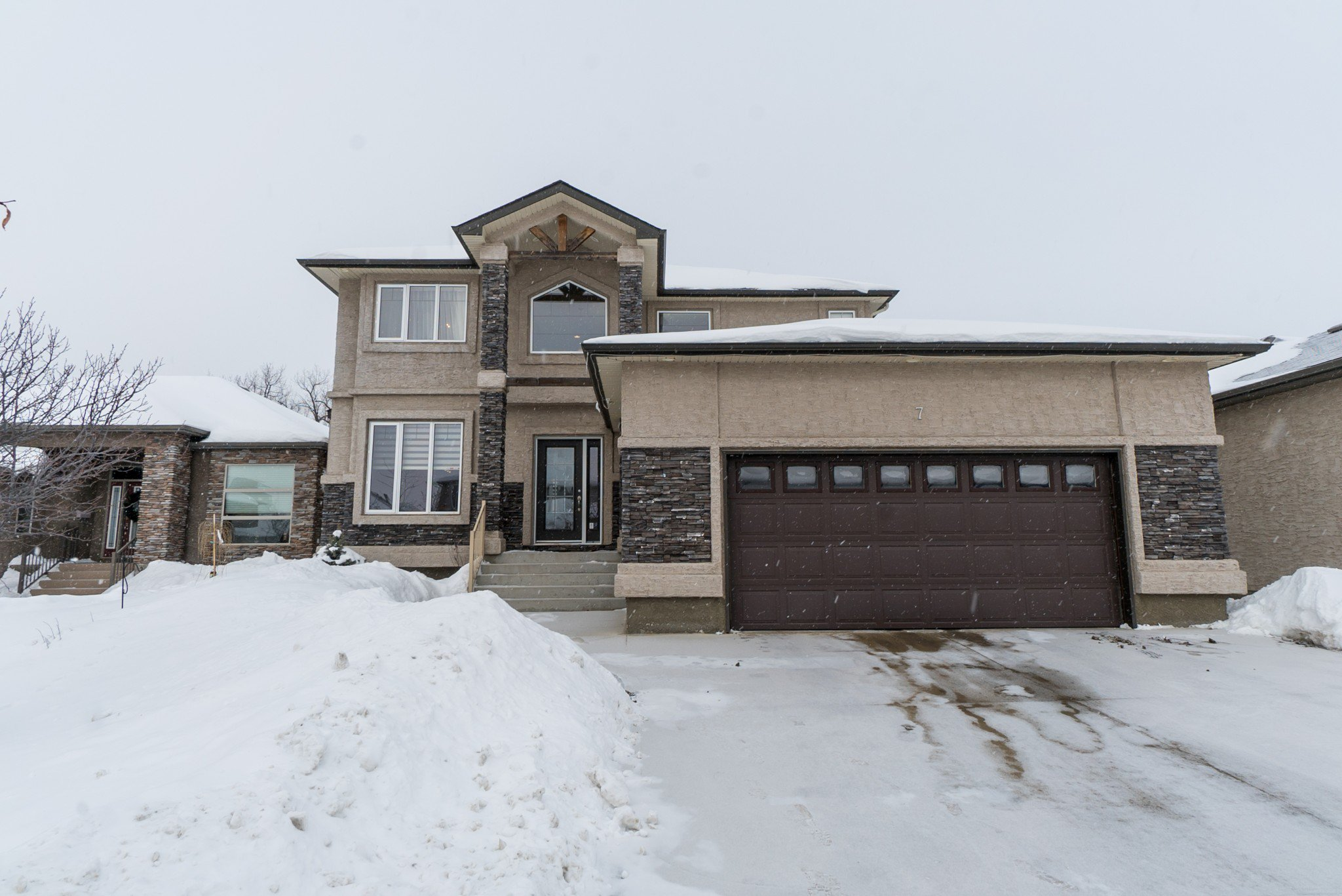 Main Photo: 7 River Valley Drive in Winnipeg: Royalwood Residential for sale (2J)  : MLS®# 1903613