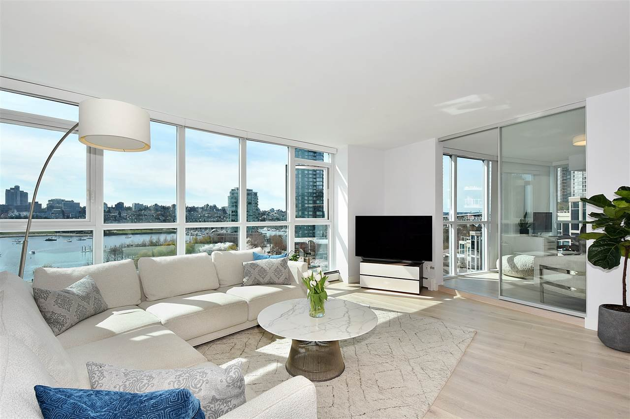 """Main Photo: 1002 388 DRAKE Street in Vancouver: Yaletown Condo for sale in """"GOVERNER'S TOWER"""" (Vancouver West)  : MLS®# R2355256"""