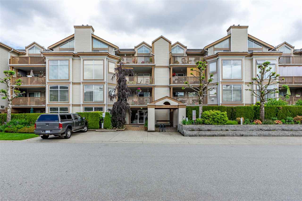 "Main Photo: 404 19131 FORD Road in Pitt Meadows: Central Meadows Condo for sale in ""WOODFORD MANOR"" : MLS®# R2372445"