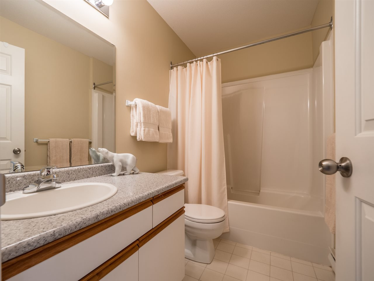 """Photo 10: Photos: 16 5630 TRAIL Avenue in Sechelt: Sechelt District Townhouse for sale in """"HIGHPOINT"""" (Sunshine Coast)  : MLS®# R2382780"""