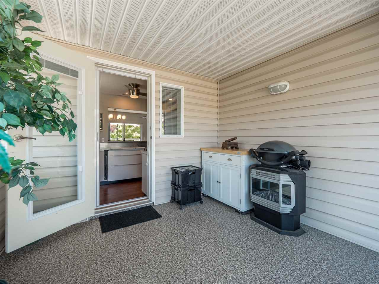 """Photo 16: Photos: 16 5630 TRAIL Avenue in Sechelt: Sechelt District Townhouse for sale in """"HIGHPOINT"""" (Sunshine Coast)  : MLS®# R2382780"""