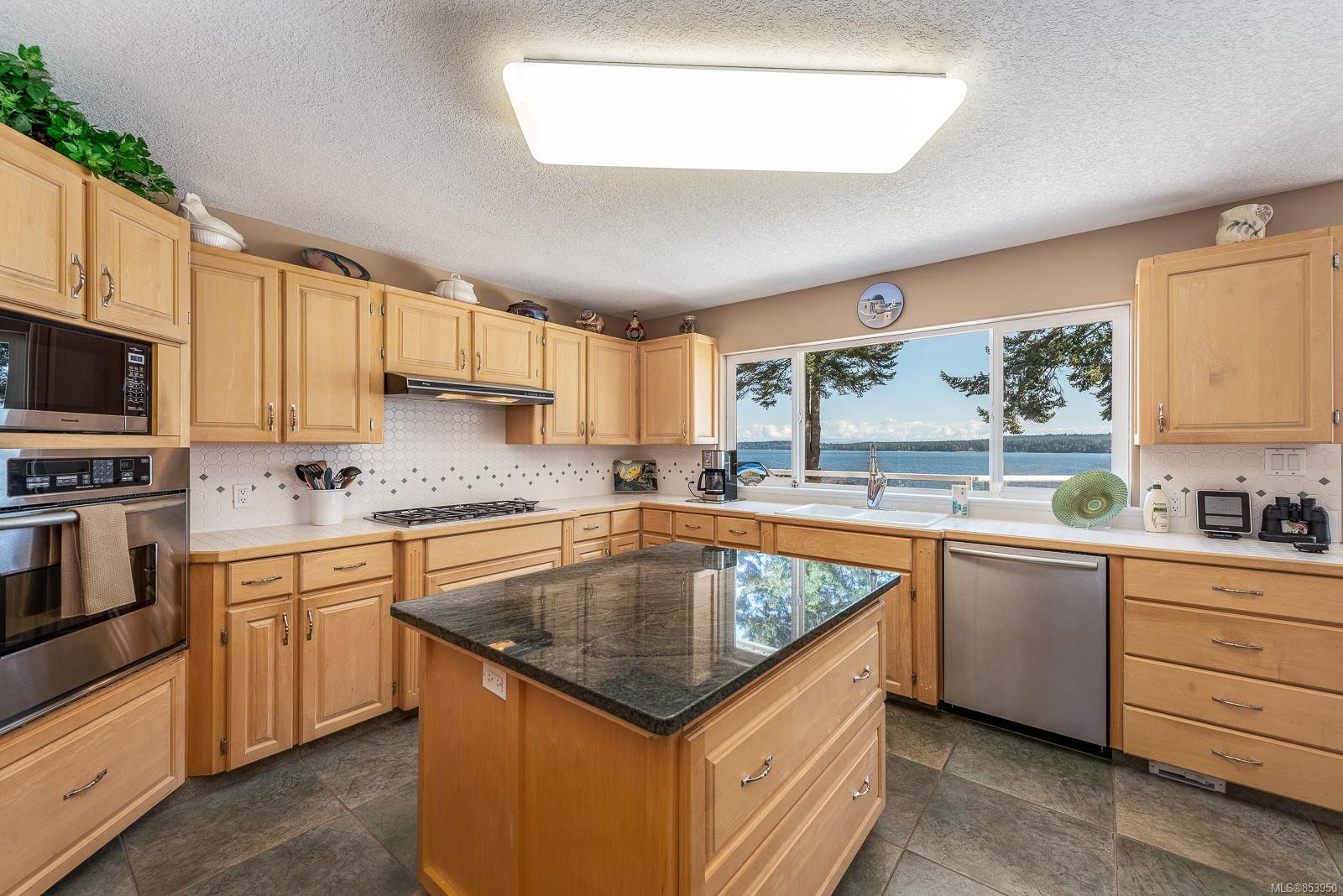 Photo 3: Photos: 5880 GARVIN Rd in : CV Union Bay/Fanny Bay House for sale (Comox Valley)  : MLS®# 853950