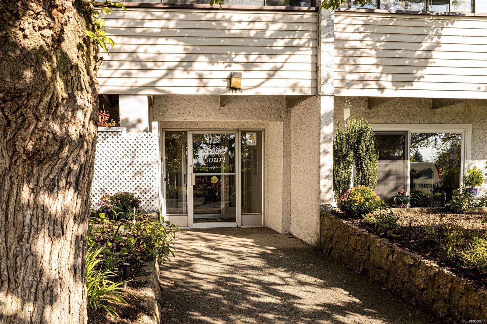 Main Photo: 208 1124 Esquimalt Rd in : Es Rockheights Condo for sale (Esquimalt)  : MLS®# 859077