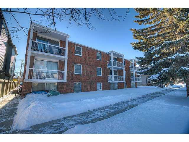 Main Photo: 717 17 Avenue NW in CALGARY: Mount Pleasant Multi-Family (Commercial) for sale (Calgary)  : MLS®# C1025103