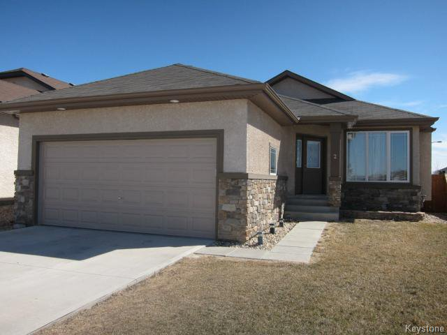 Main Photo: 2 Edna Perry Way in WINNIPEG: Transcona Residential for sale (North East Winnipeg)  : MLS®# 1509130