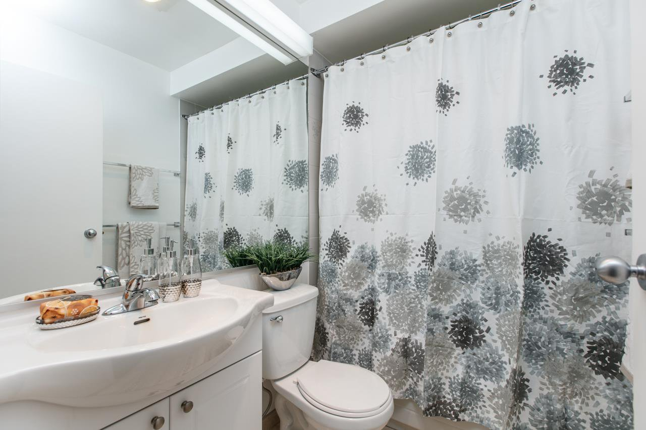 """Photo 10: Photos: 11 888 W 16TH Avenue in Vancouver: Cambie Townhouse for sale in """"LAUREL MEWS"""" (Vancouver West)  : MLS®# R2053012"""