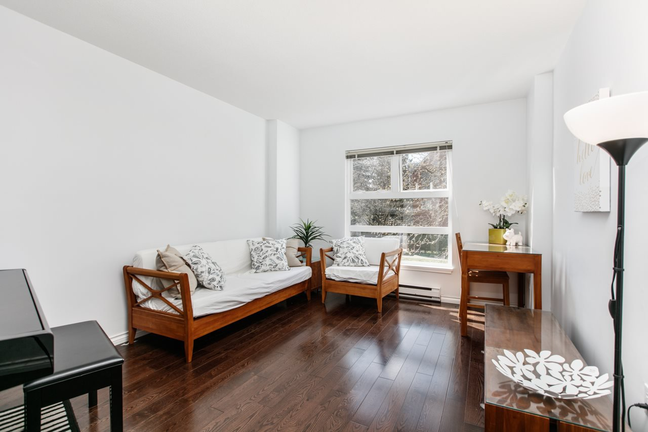 "Main Photo: 11 888 W 16TH Avenue in Vancouver: Cambie Townhouse for sale in ""LAUREL MEWS"" (Vancouver West)  : MLS®# R2053012"