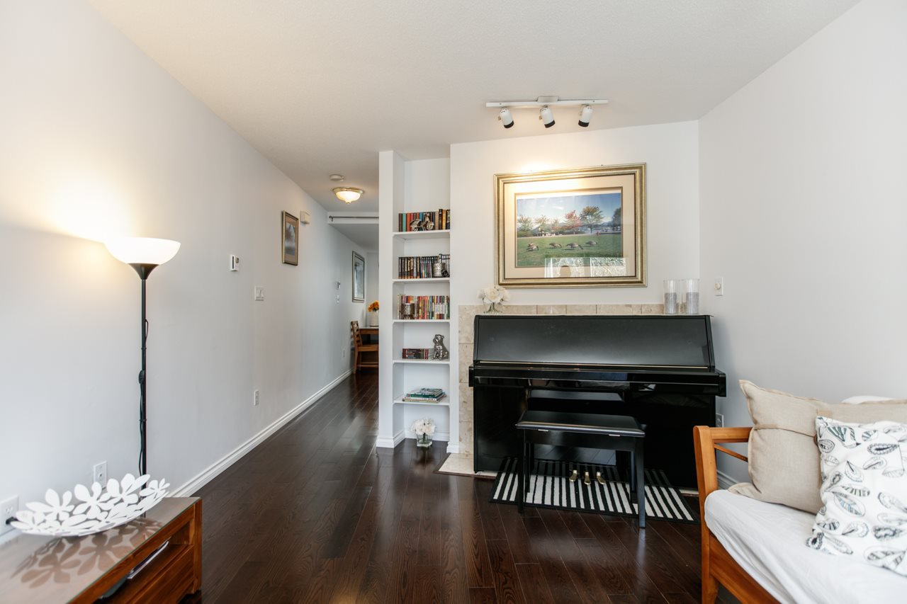 """Photo 2: Photos: 11 888 W 16TH Avenue in Vancouver: Cambie Townhouse for sale in """"LAUREL MEWS"""" (Vancouver West)  : MLS®# R2053012"""