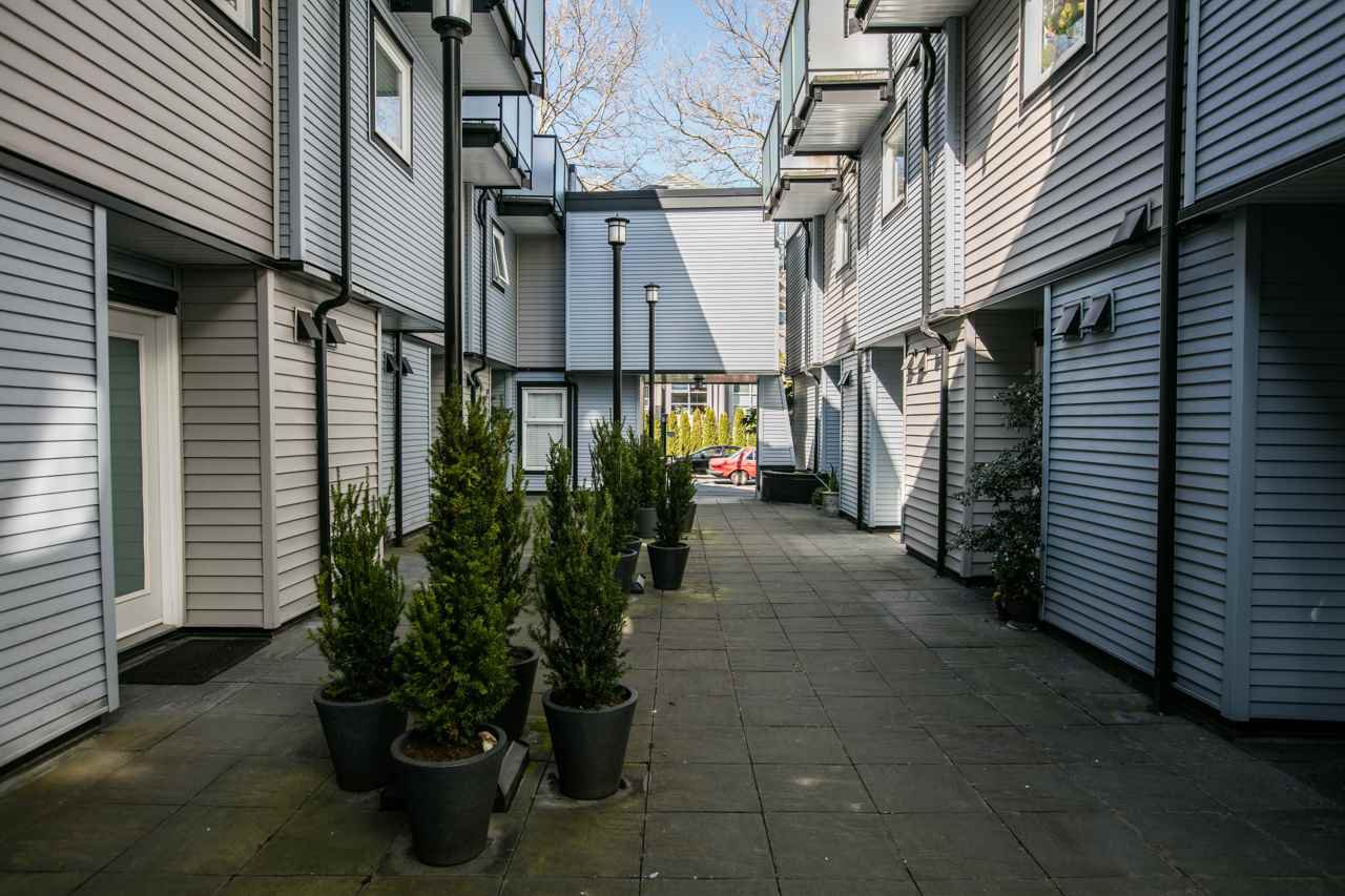 """Photo 13: Photos: 11 888 W 16TH Avenue in Vancouver: Cambie Townhouse for sale in """"LAUREL MEWS"""" (Vancouver West)  : MLS®# R2053012"""