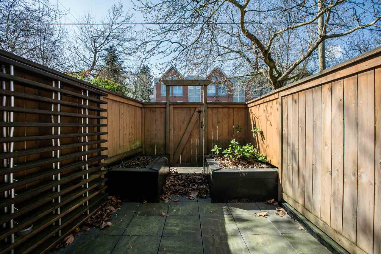 """Photo 12: Photos: 11 888 W 16TH Avenue in Vancouver: Cambie Townhouse for sale in """"LAUREL MEWS"""" (Vancouver West)  : MLS®# R2053012"""