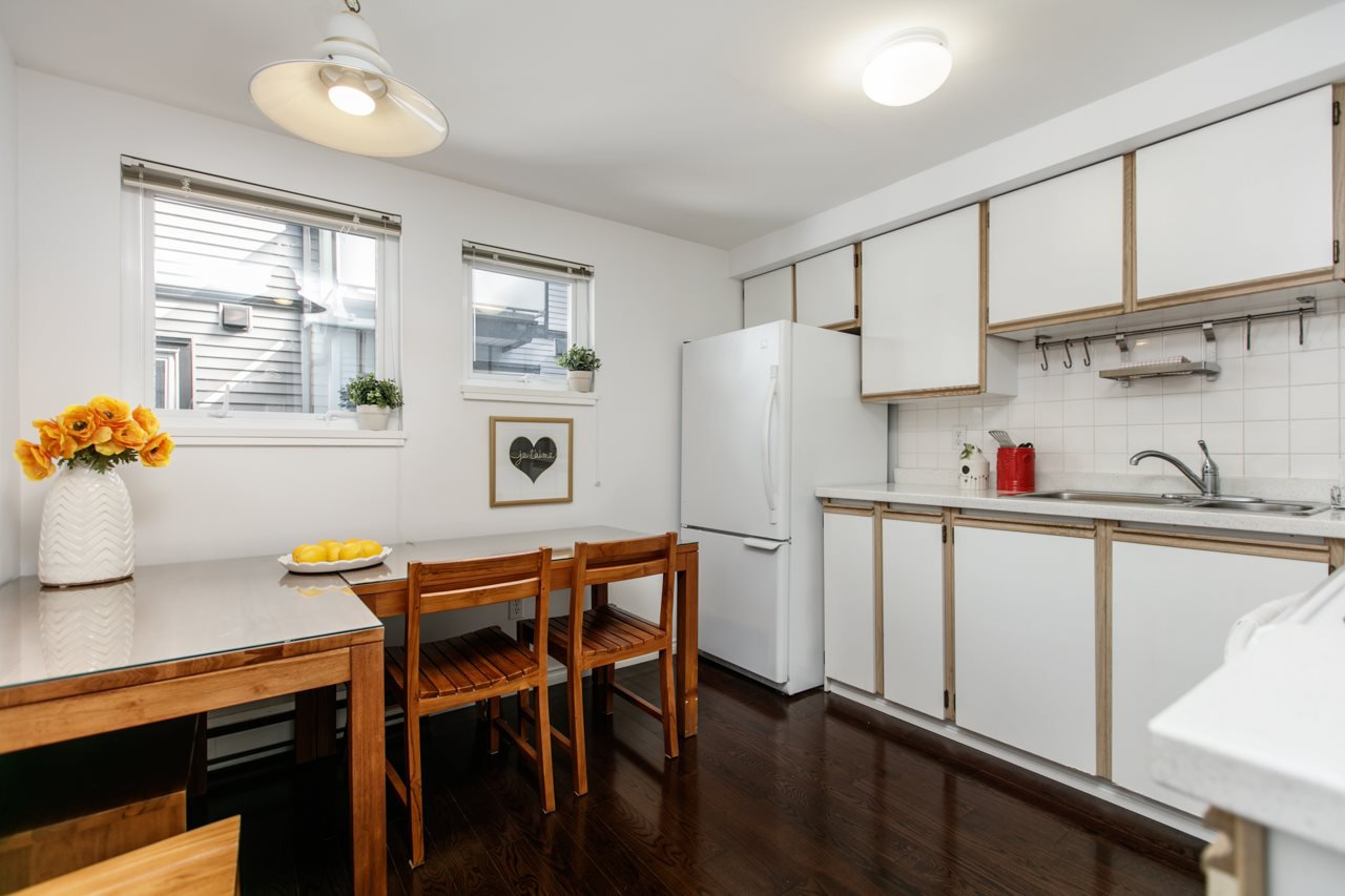 """Photo 3: Photos: 11 888 W 16TH Avenue in Vancouver: Cambie Townhouse for sale in """"LAUREL MEWS"""" (Vancouver West)  : MLS®# R2053012"""