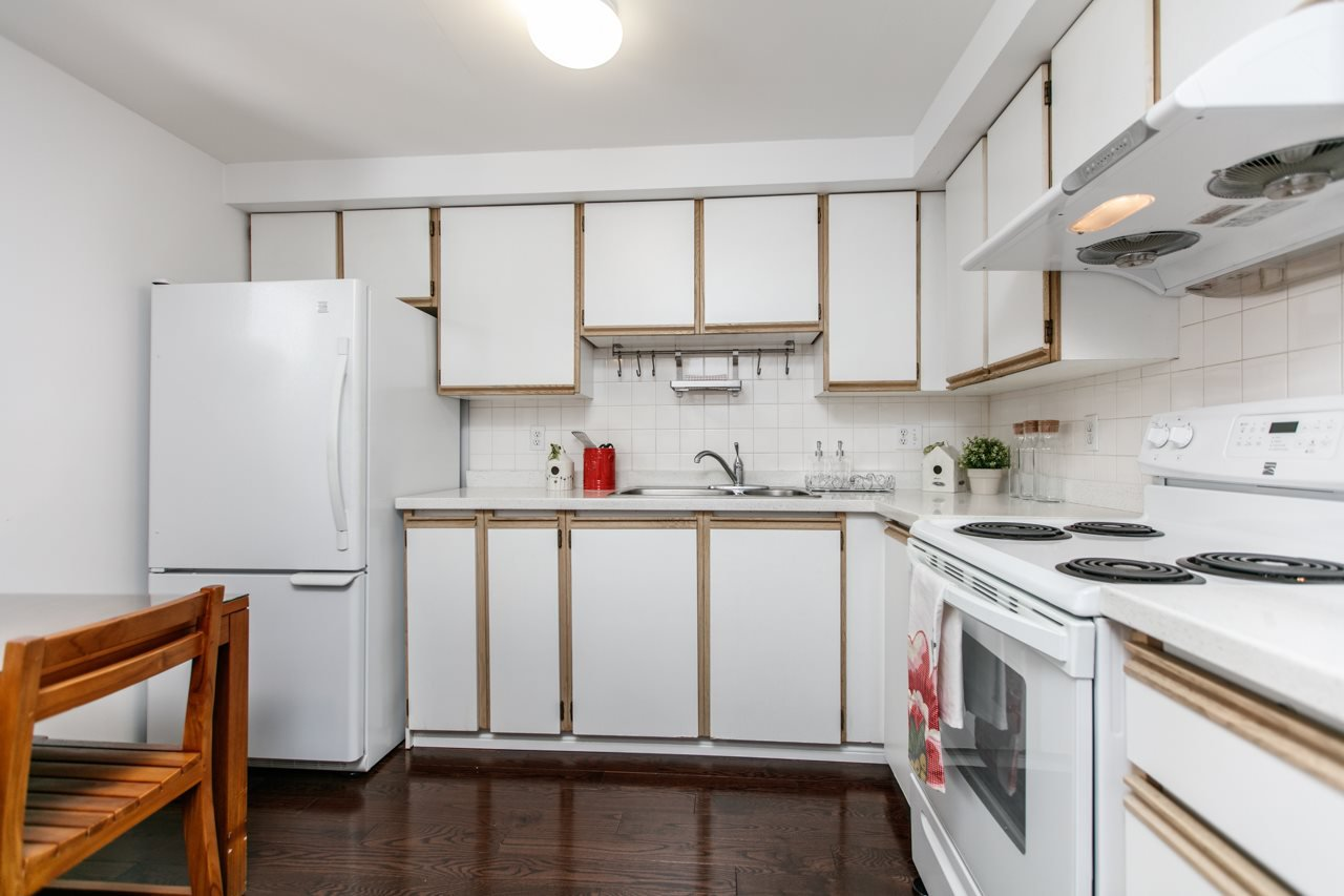 """Photo 4: Photos: 11 888 W 16TH Avenue in Vancouver: Cambie Townhouse for sale in """"LAUREL MEWS"""" (Vancouver West)  : MLS®# R2053012"""