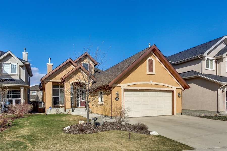 Main Photo: 215 Tuscany Glen Park NW in Calgary: Bungalow for sale : MLS®# C3614233