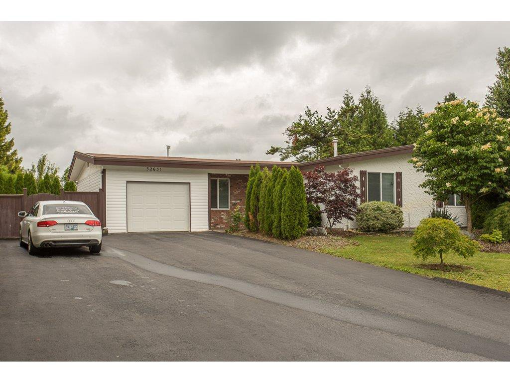 """Main Photo: 32631 BEVAN Avenue in Abbotsford: Abbotsford West House for sale in """"MILL LAKE AREA"""" : MLS®# R2178246"""