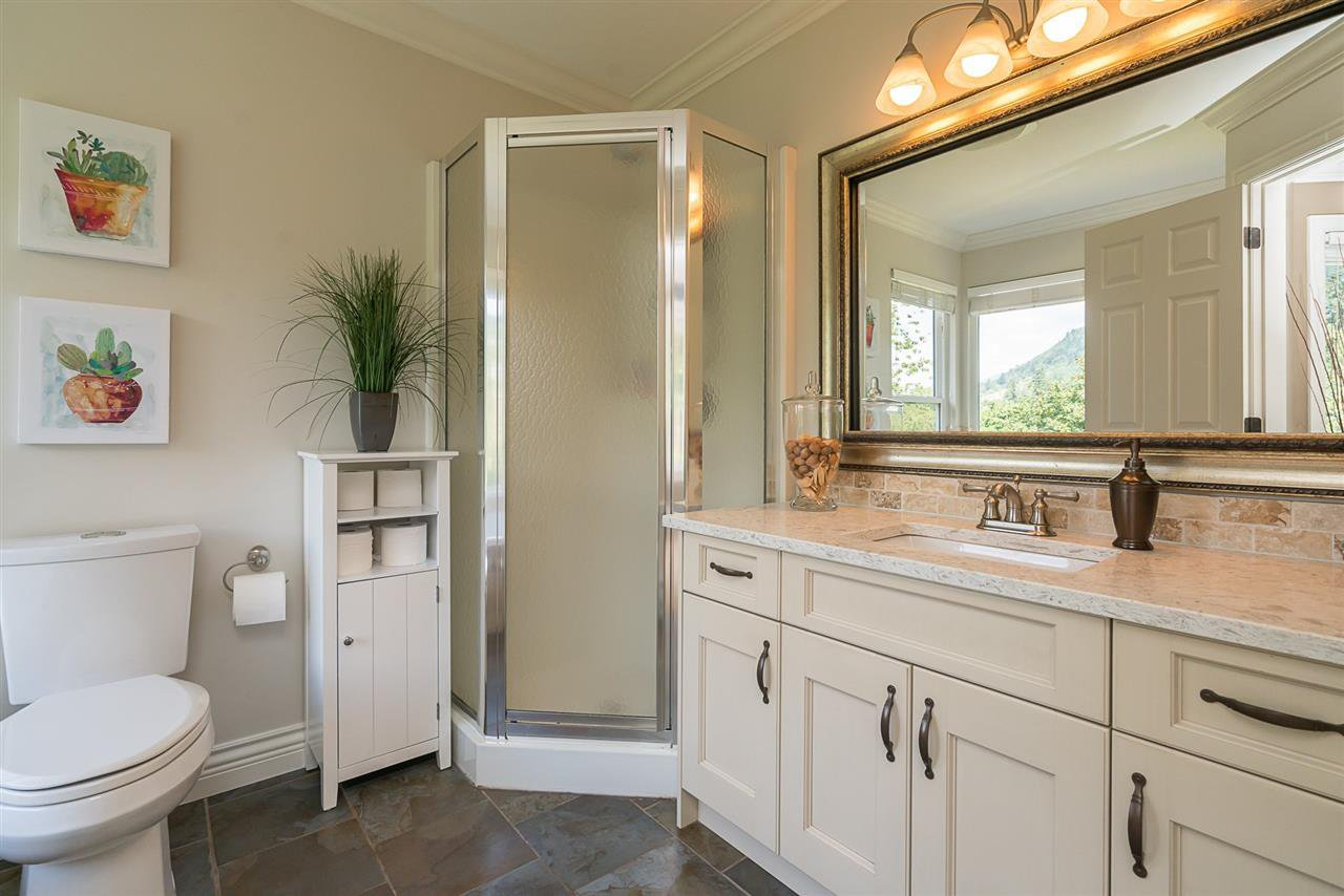 "Photo 11: Photos: 35903 SUNDEW Place in Abbotsford: Abbotsford East House for sale in ""Mountain Village"" : MLS®# R2182970"