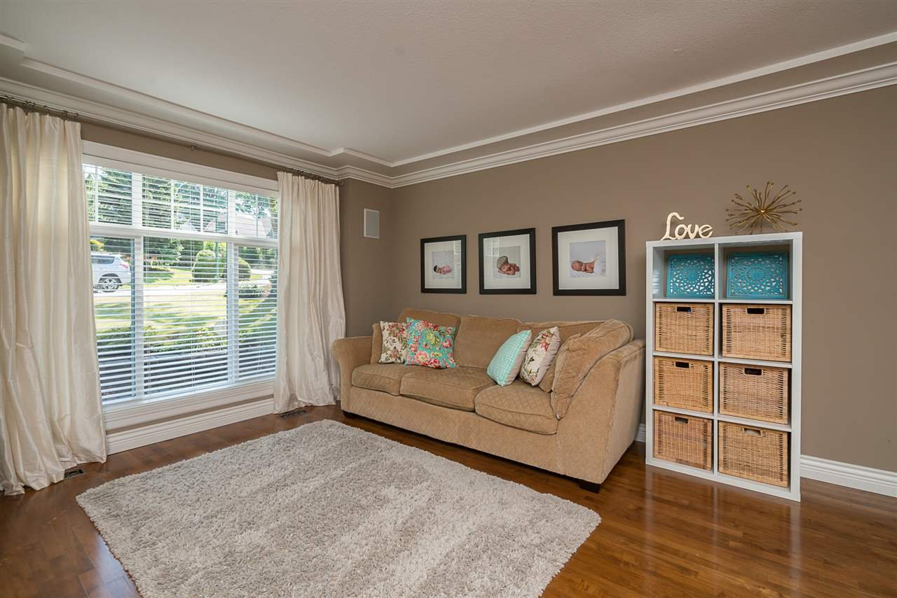 "Photo 2: Photos: 35903 SUNDEW Place in Abbotsford: Abbotsford East House for sale in ""Mountain Village"" : MLS®# R2182970"