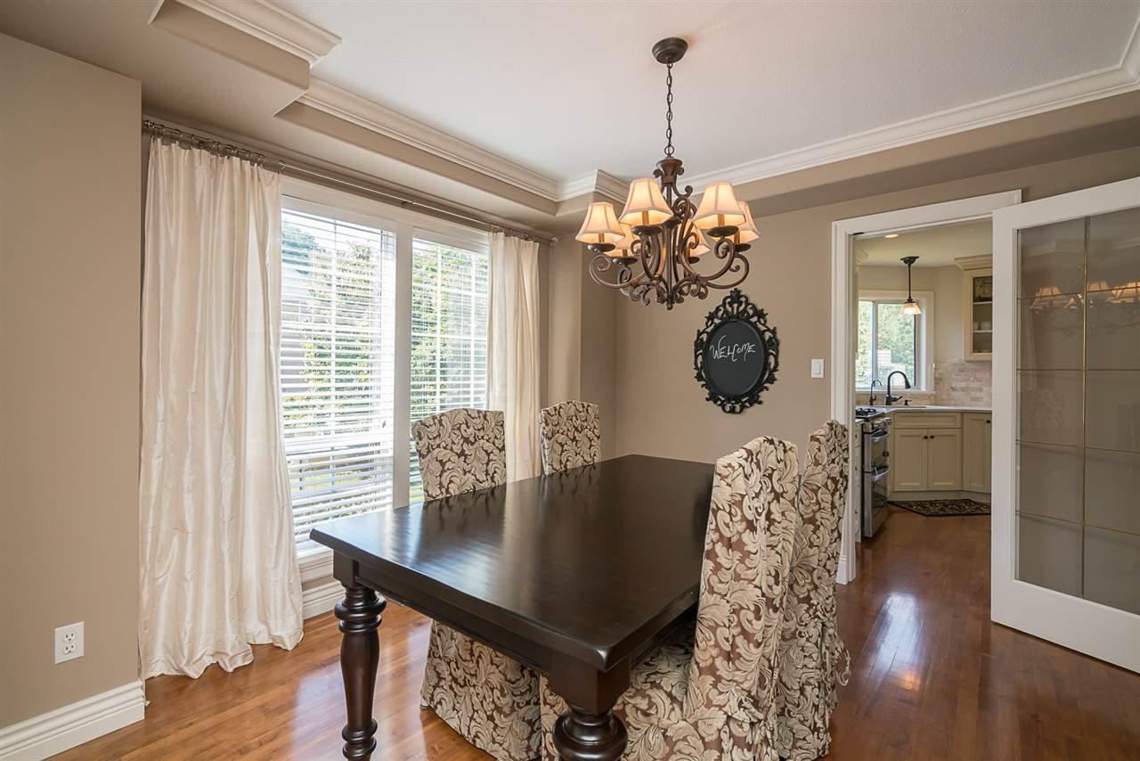 "Photo 4: Photos: 35903 SUNDEW Place in Abbotsford: Abbotsford East House for sale in ""Mountain Village"" : MLS®# R2182970"