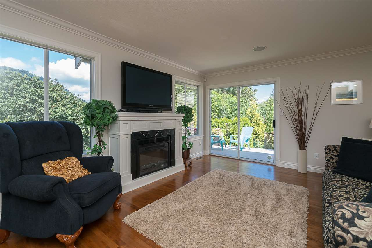 "Photo 9: Photos: 35903 SUNDEW Place in Abbotsford: Abbotsford East House for sale in ""Mountain Village"" : MLS®# R2182970"