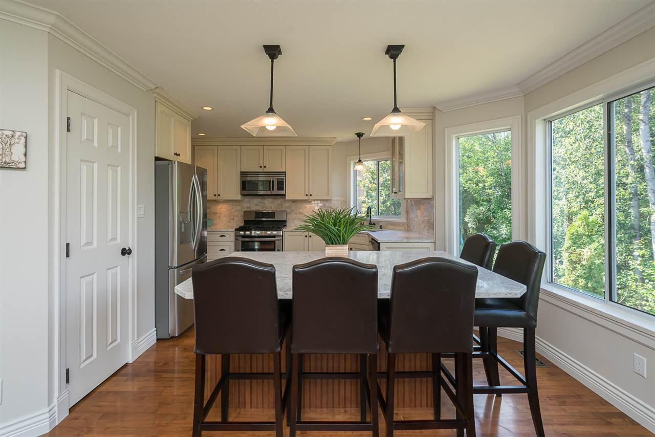 "Photo 5: Photos: 35903 SUNDEW Place in Abbotsford: Abbotsford East House for sale in ""Mountain Village"" : MLS®# R2182970"