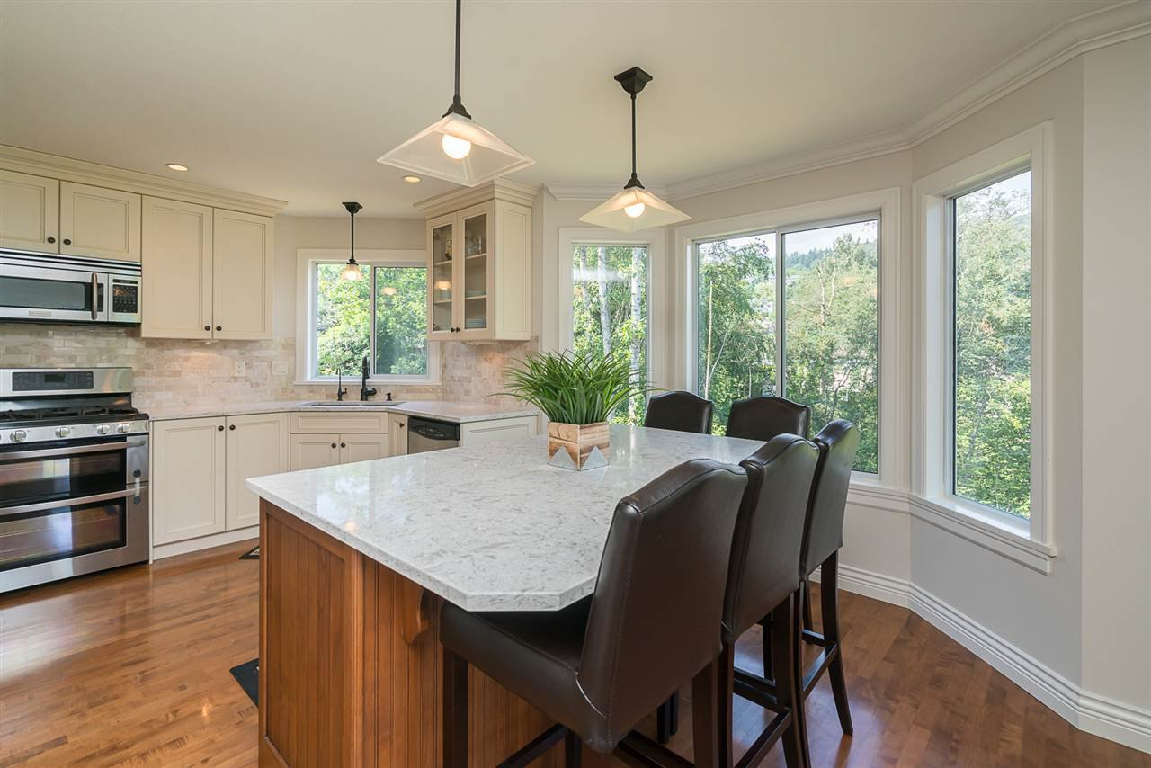 """Photo 6: Photos: 35903 SUNDEW Place in Abbotsford: Abbotsford East House for sale in """"Mountain Village"""" : MLS®# R2182970"""