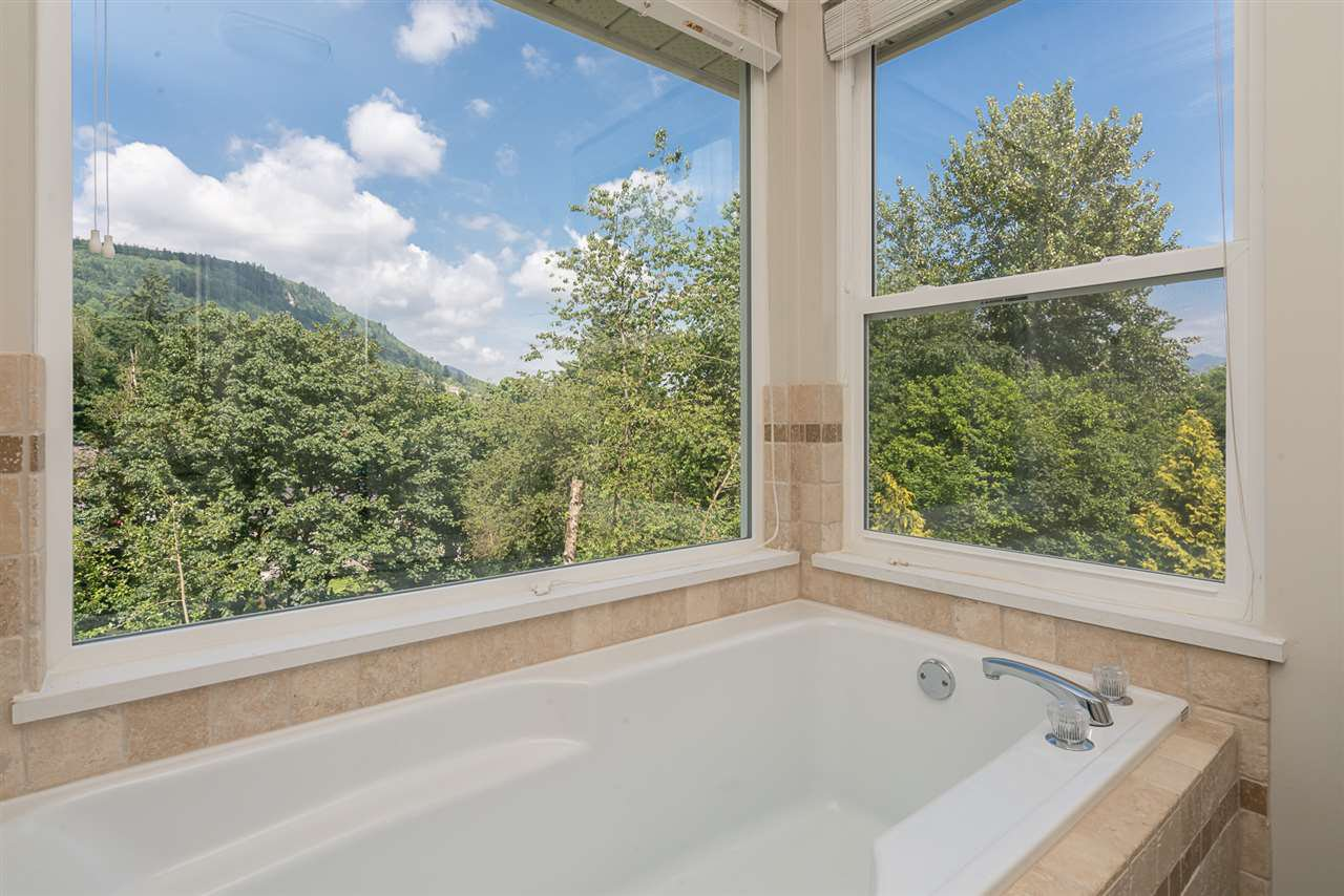 "Photo 12: Photos: 35903 SUNDEW Place in Abbotsford: Abbotsford East House for sale in ""Mountain Village"" : MLS®# R2182970"